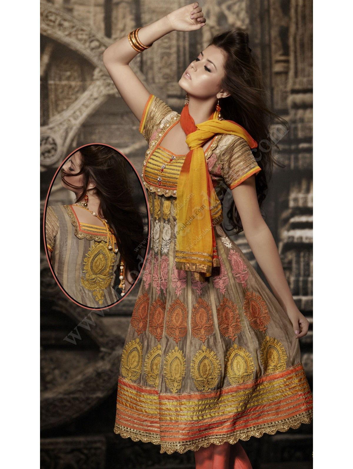 brand new a1032 57282 Pallido marrone di moda indiano vestito di cotone con la seta, con una  bella schiena, maniche corte, decorato con ricami di seta arricciata filo  di ...